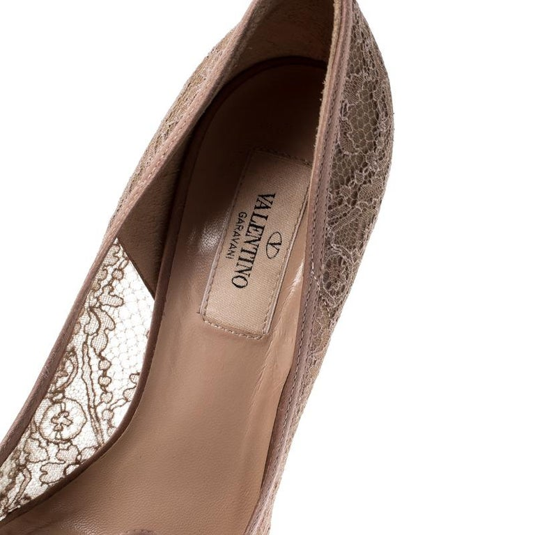 Valentino Pale Pink Floral Couture Bow Lace Peep Toe Platform Pumps Size 38 For Sale 2