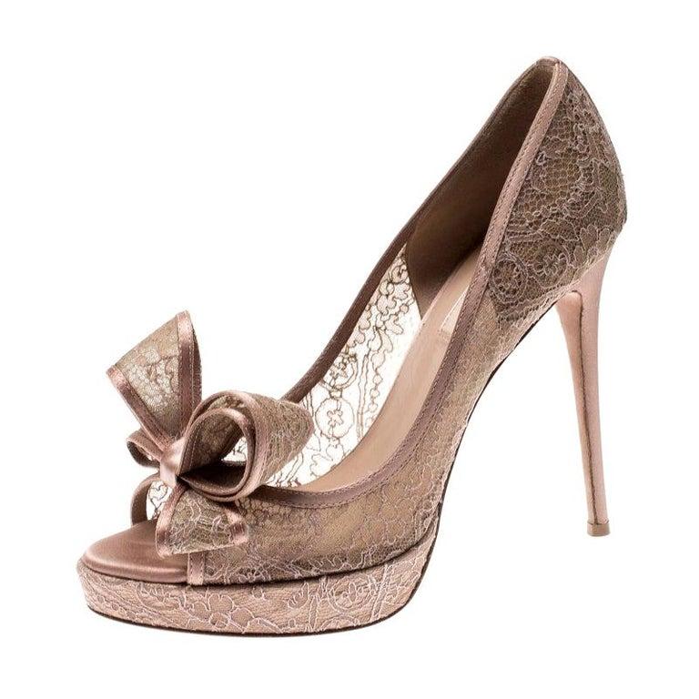Valentino Pale Pink Floral Couture Bow Lace Peep Toe Platform Pumps Size 38 For Sale