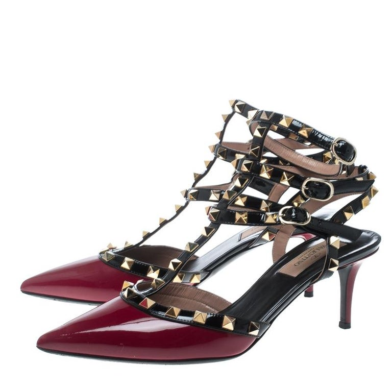 Valentino Red/Black Patent Leather Rolling Rockstud Sandals Size 38 In Good Condition For Sale In Dubai, AE