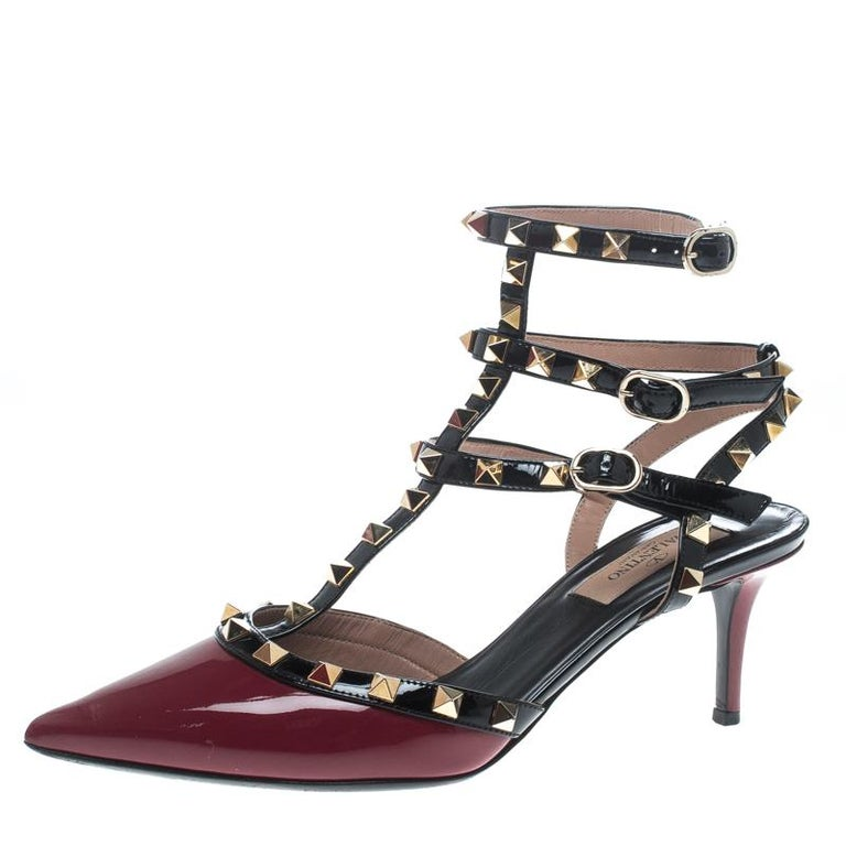 Valentino Red/Black Patent Leather Rolling Rockstud Sandals Size 38 For Sale