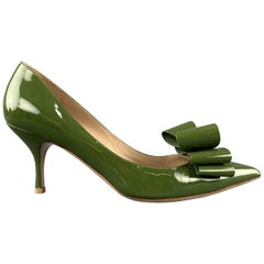 VALENTINO Size 10.5 Green Bow Pointed Toe Pumps