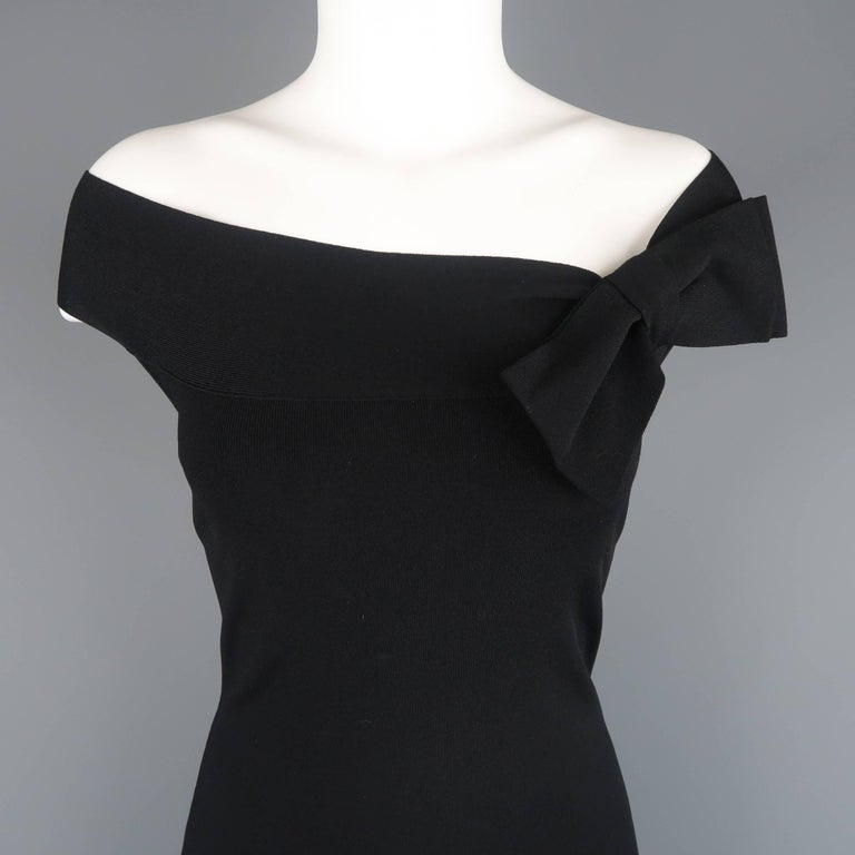 81be0d36f8d1 VALENTINO Size M Black Lave Back Off Shoulder Bow Cocktail Dress For Sale.  VALENTINO bodycon dress comes in a light weight ribbed stretch material  with a ...