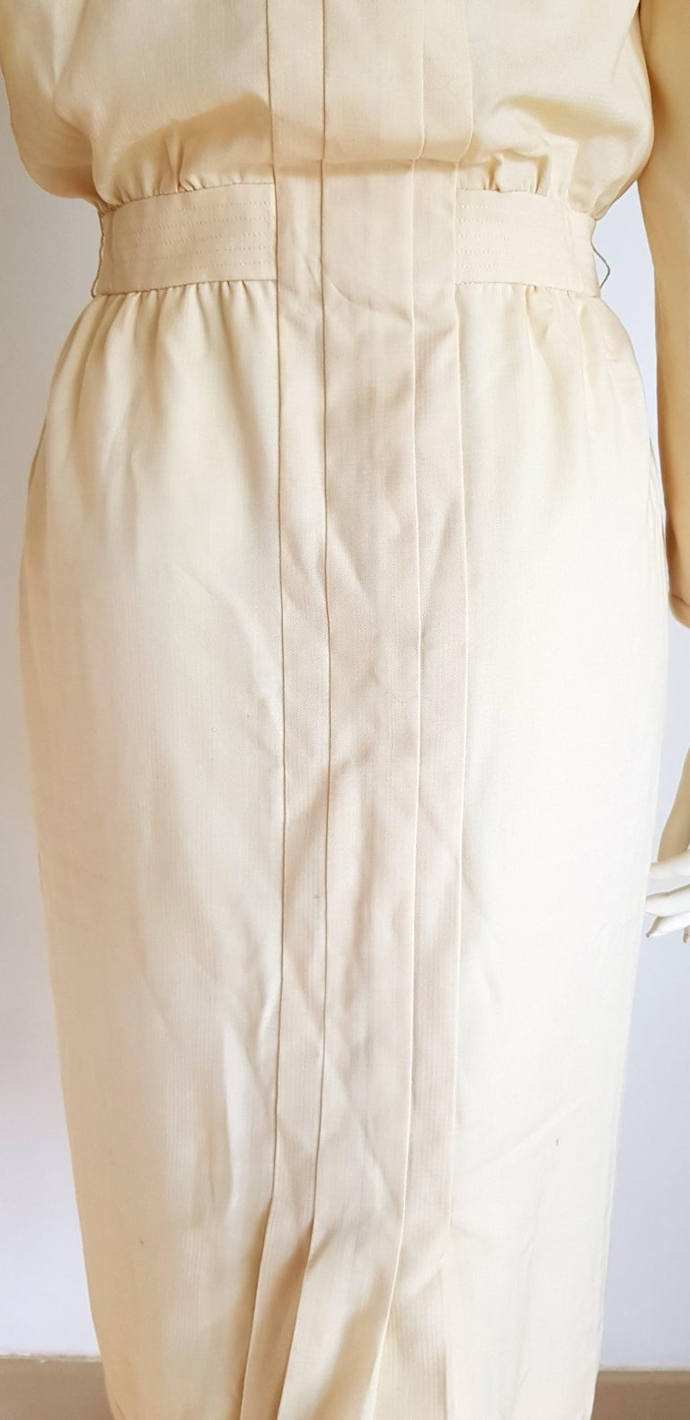 VALENTINO white cream silk and wool silk lined buttons dress - Unworn For Sale 2