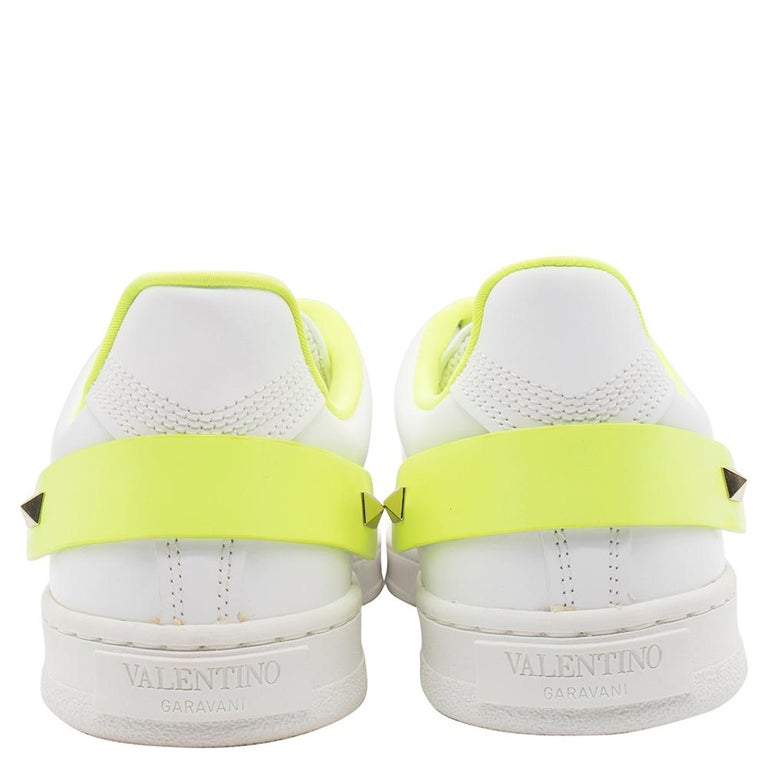 Gray Valentino White/Florescent Green V-Logo Leather Sneakers Size 38.5 For Sale