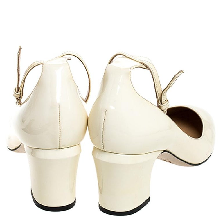 Valentino White Patent Leather Tango Ankle Strap Pumps Size 39.5 In Fair Condition For Sale In Dubai, Al Qouz 2