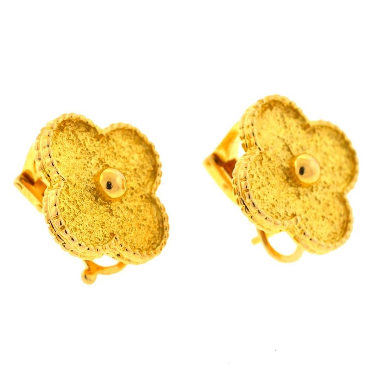 Van Cleef & Arpels 18 Karat Gold Vintage Alhambra Stud Earrings In Excellent Condition For Sale In Boca Raton, FL