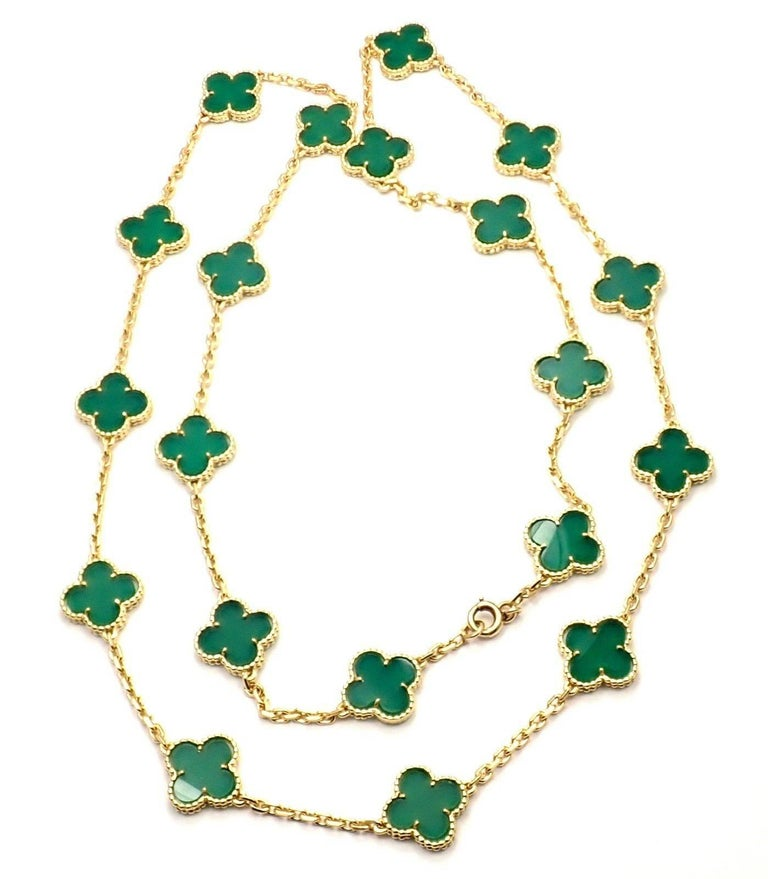 Van Cleef & Arpels 20 Chrysoprase Green Chalcedony Alhambra Yellow Gold Necklace In As new Condition For Sale In Southampton, PA