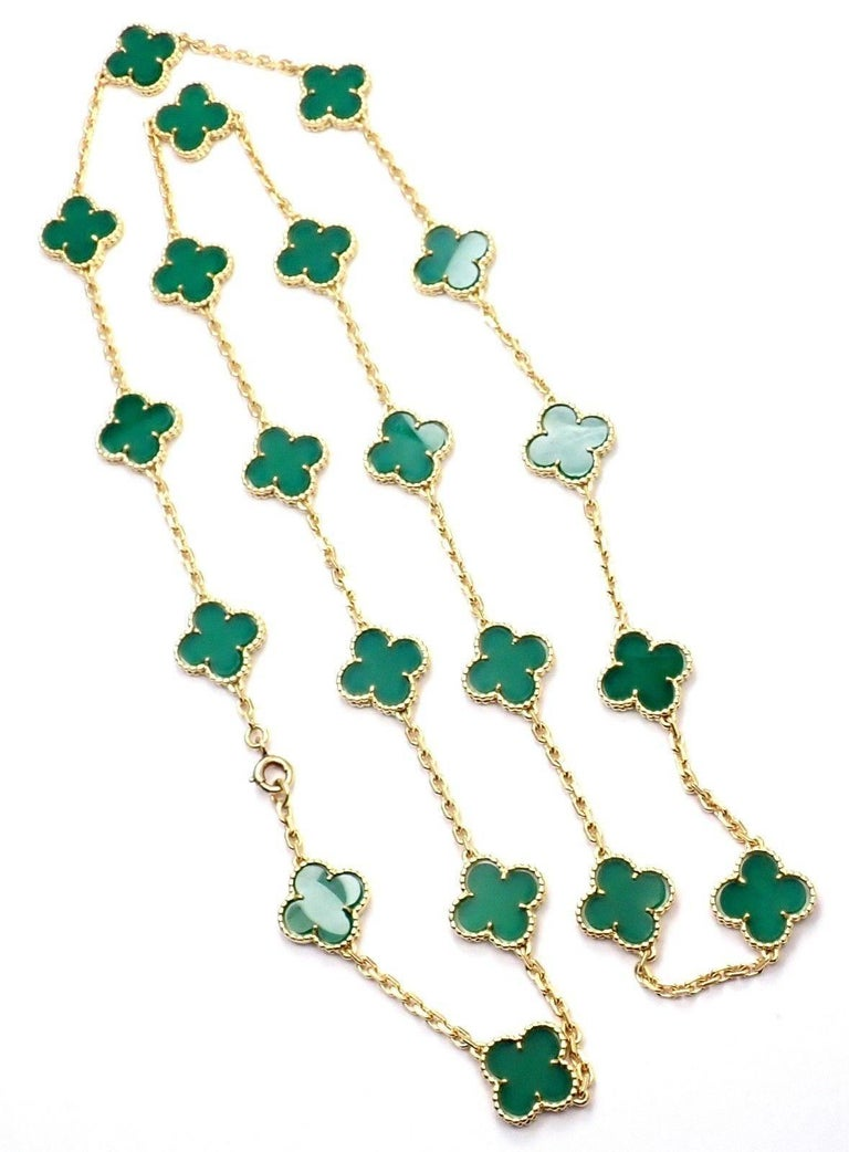 Women's or Men's Van Cleef & Arpels 20 Chrysoprase Green Chalcedony Alhambra Yellow Gold Necklace For Sale