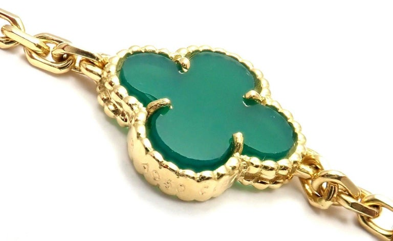 Van Cleef & Arpels 20 Chrysoprase Green Chalcedony Alhambra Yellow Gold Necklace For Sale 2