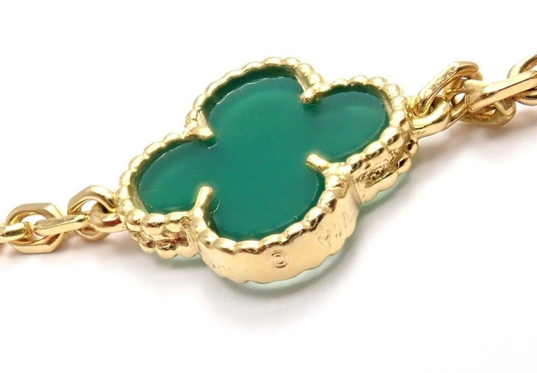 Van Cleef & Arpels 20 Chrysoprase Green Chalcedony Alhambra Yellow Gold Necklace For Sale 3