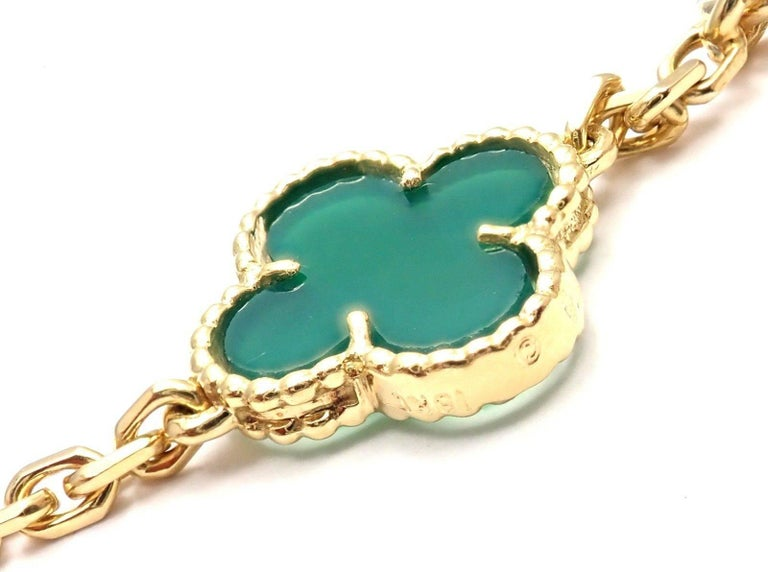 Van Cleef & Arpels 20 Chrysoprase Green Chalcedony Alhambra Yellow Gold Necklace For Sale 4