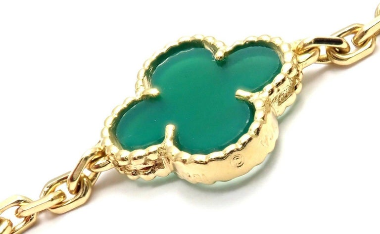 Van Cleef & Arpels 20 Chrysoprase Green Chalcedony Alhambra Yellow Gold Necklace For Sale 5