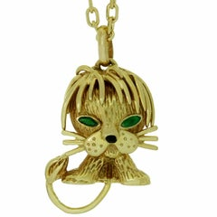 VAN CLEEF & ARPELS Emerald Onyx Yellow Gold Lion Pendant Necklace