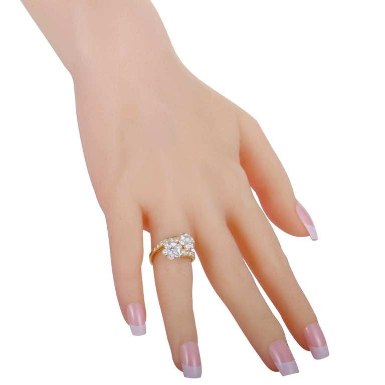 Van Cleef & Arpels Fleurette Diamond Flower Bypass Gold Ring In Excellent Condition For Sale In Southhampton, PA