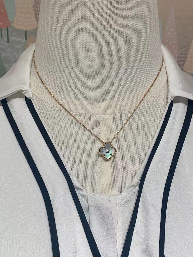 Van Cleef Alhambra 2014 Holiday Diamond Pendant Necklace Grey Mother of Pearl For Sale 1