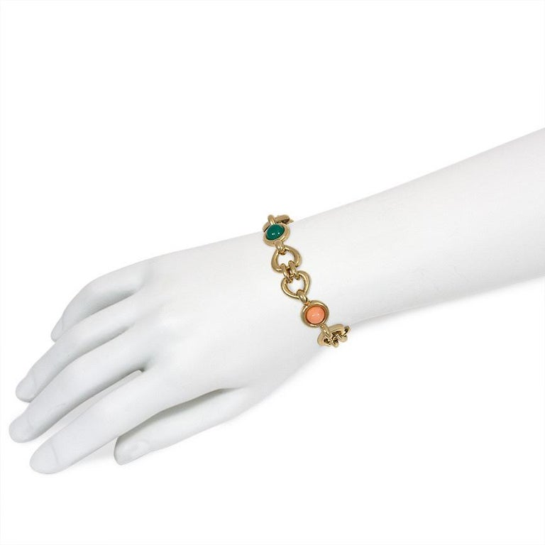 Van Cleef & Arpels 1970s Gold, Coral, and Chrysoprase Link Bracelet In Good Condition For Sale In New York, NY
