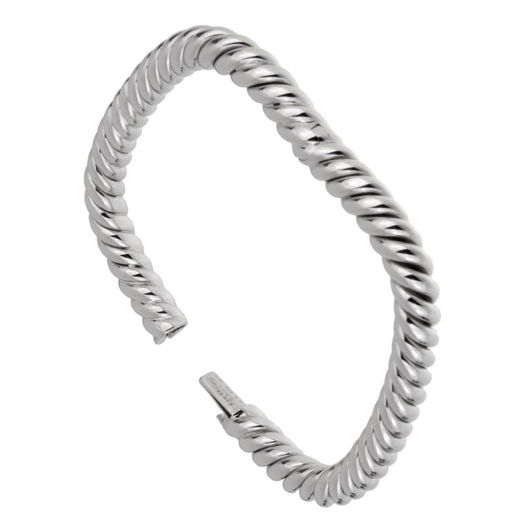 Van Cleef and Arpels Braided White Gold Bangle Bracelet In Excellent Condition For Sale In Feasterville, PA