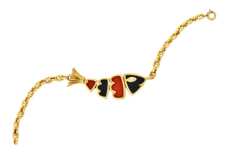Van Cleef & Arpels Coral Black Onyx 18 Karat Gold Articulated Fish Bracelet For Sale 7