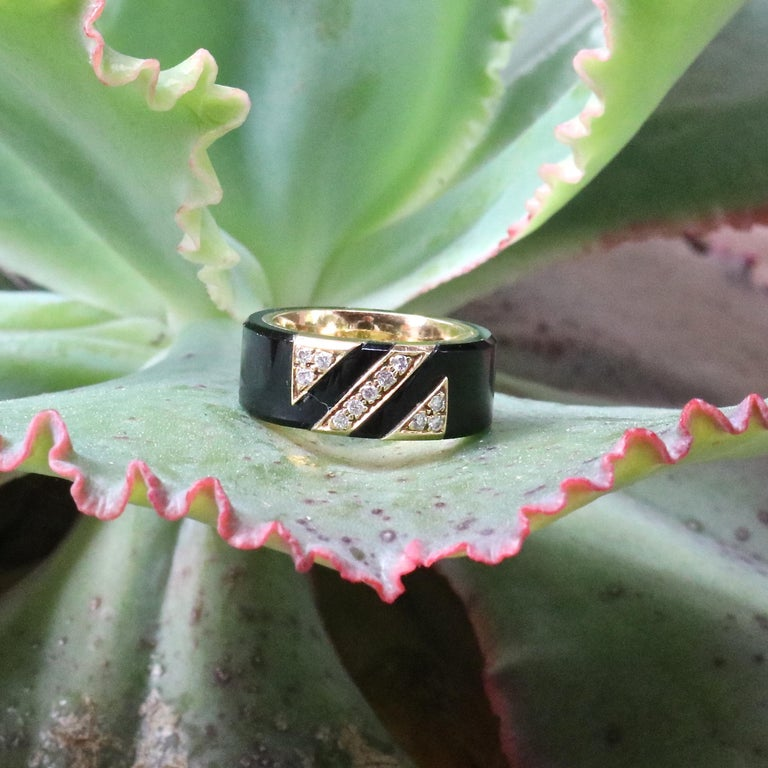 Van Cleef & Arpels France Diamond Onyx 18 Karat Gold Ring In Excellent Condition For Sale In Beverly Hills, CA