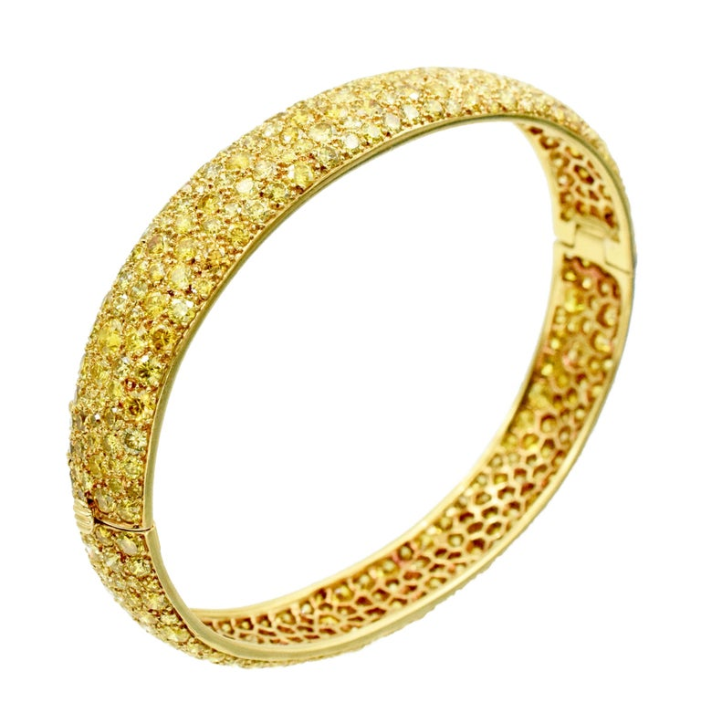 Impressive, Van Cleef and Arpels Yellow diamond bangle bracelet in 18k yellow gold.  The bracelet is pave set with approximately 12.00c carats of yellow round brilliant cut diamonds. Signed: Van Cleef & Arpels. Numbered: xxxxx.  Stamped with French