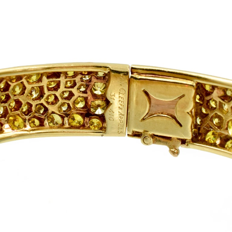 Van Cleef & Arpels Natural Fancy Yellow Diamond Bangle Bracelet, French In Excellent Condition For Sale In New York, NY