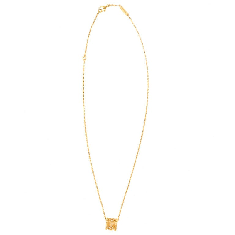 Van Cleef & Arpels Perlee Clovers Pendant and Chain For Sale 3