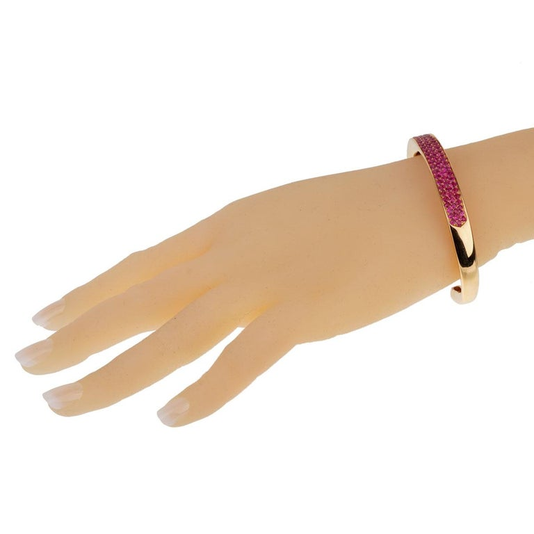 Women's Van Cleef & Arpels Pink Sapphire Rose Gold Bangle For Sale