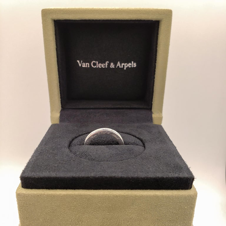 Van Cleef & Arpels Romance Baguette Diamond Eternity Wedding Band In Excellent Condition For Sale In New York, NY
