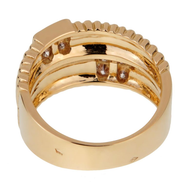 Van Cleef & Arpels Vintage Gold Ribbed Diamond Ring In Excellent Condition For Sale In Feasterville, PA