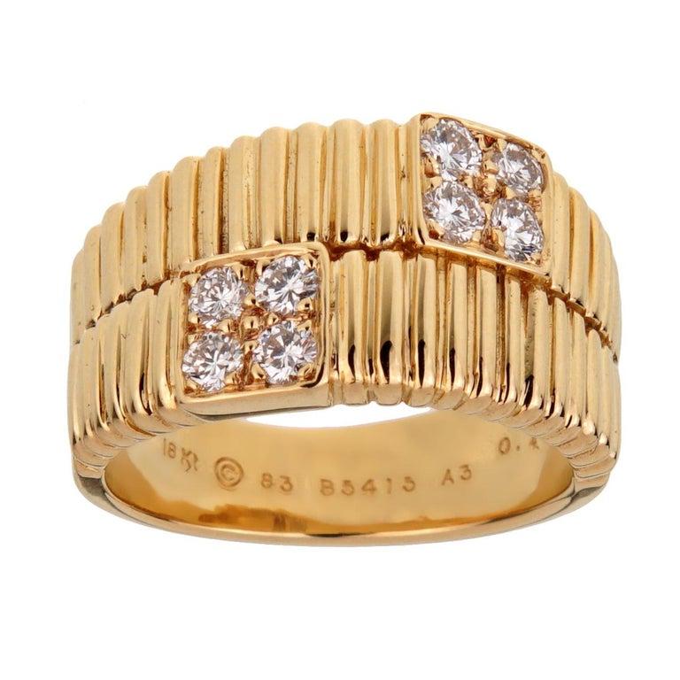 Women's Van Cleef & Arpels Vintage Gold Ribbed Diamond Ring For Sale