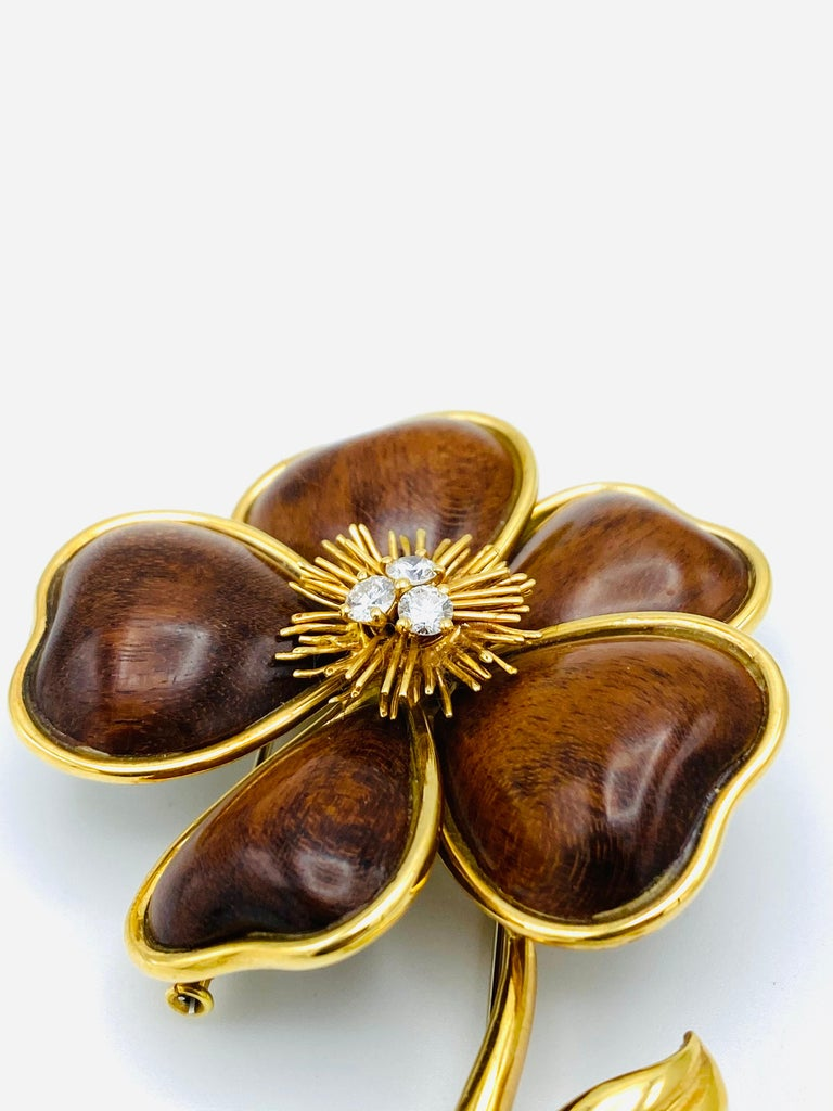Round Cut Van Cleef and Arpels Clematis Yellow Gold, Wood and Diamond Flower Clip Brooch  For Sale