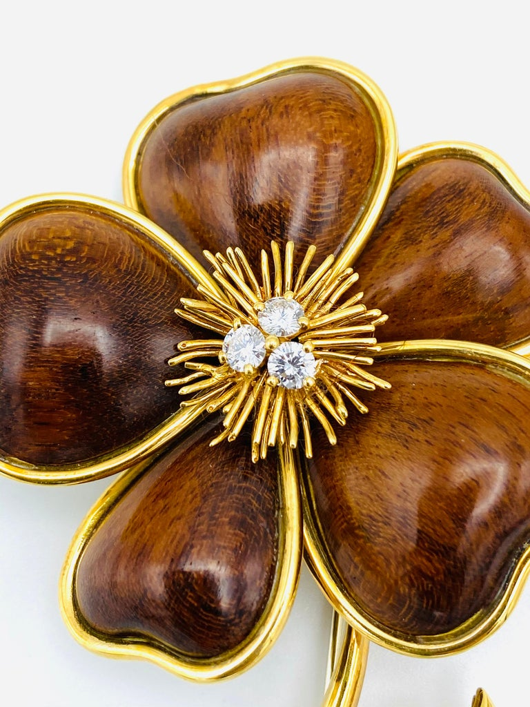 Van Cleef and Arpels Clematis Yellow Gold, Wood and Diamond Flower Clip Brooch  In Excellent Condition For Sale In Beverly Hills, CA