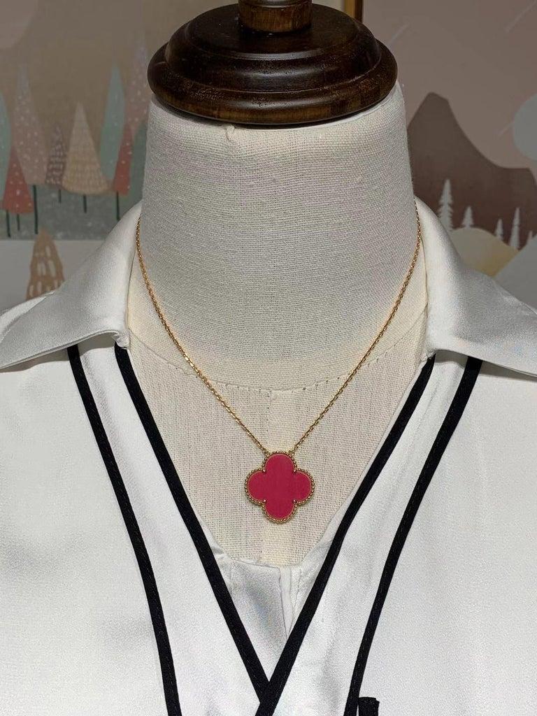 Van Cleef & Arpel Raspberry Pink Sèvres Porcelain Magic Pendant 18k Pink Gold For Sale 2