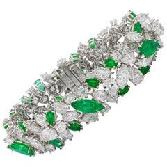 Van Cleef & Arpels 18 Carat Emeralds 30 Carat Diamond Platinum Bracelet