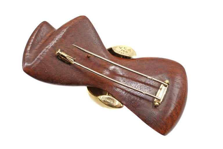 Women's or Men's Van Cleef & Arpels 18 Karat Gold and Wooden Bow Brooch For Sale