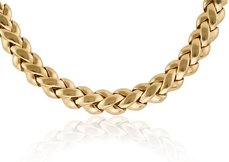 Van Cleef & Arpels 18kt solid yellow gold ladies necklace Made in France, Paris Circa 1990's Fully hallmarked.  Dimension -  Necklace Length x Width : 41.5 x 1.2 cm Weight : 86 grams  Condition: Pre-owned, minor wear from general usage, excellent