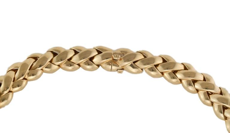 Van Cleef & Arpels 18 Karat Solid Gold Ladies Necklace, France / Paris, 1990s In Good Condition For Sale In Braintree, GB