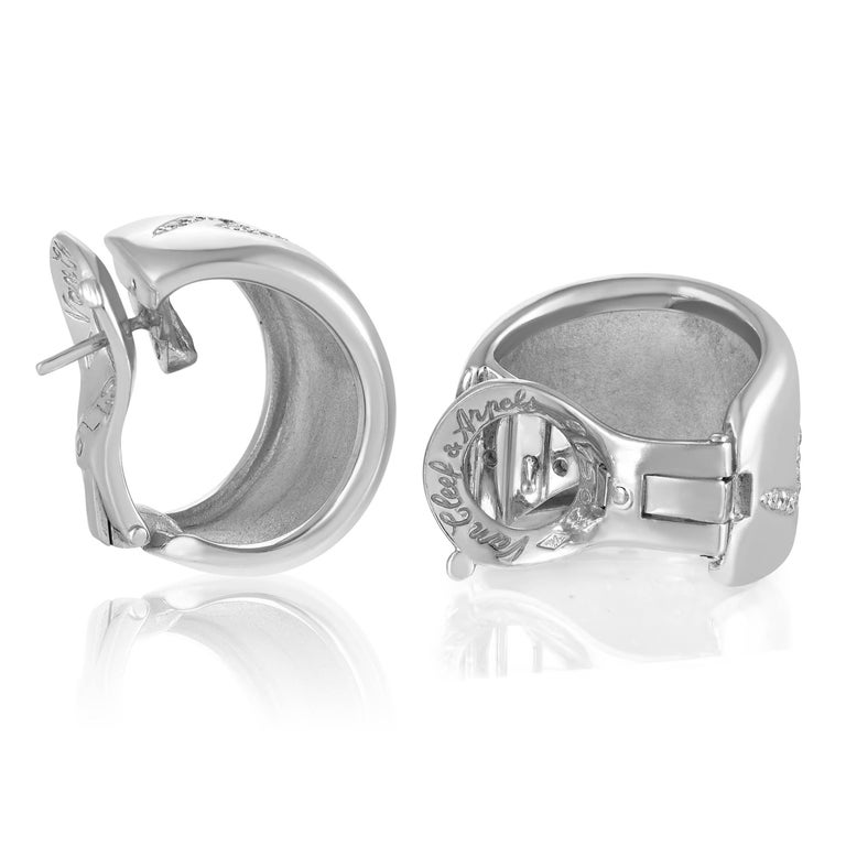 Round Cut Van Cleef & Arpels 18 Karat White Gold 0.90 Carat Diamond Wave Huggie Earrings For Sale