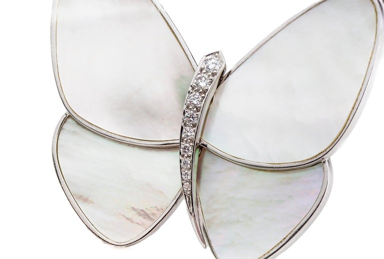 Butterfly brooch with mother of pearl & diamonds, set in 18k white gold.  Designer: Van Cleef & Arpels  Made in France Circa 2000's  Fully hallmarked.   Dimension -  Size : 4.8 x 4 x 0.7 cm  Weight : 21 grams   Diamonds -  Cut: Round  Number of