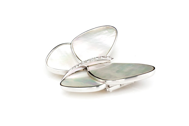 Van Cleef & Arpels, 18 Karat White Gold and Mother of Pearl Butterfly Brooch In Excellent Condition For Sale In Braintree, GB
