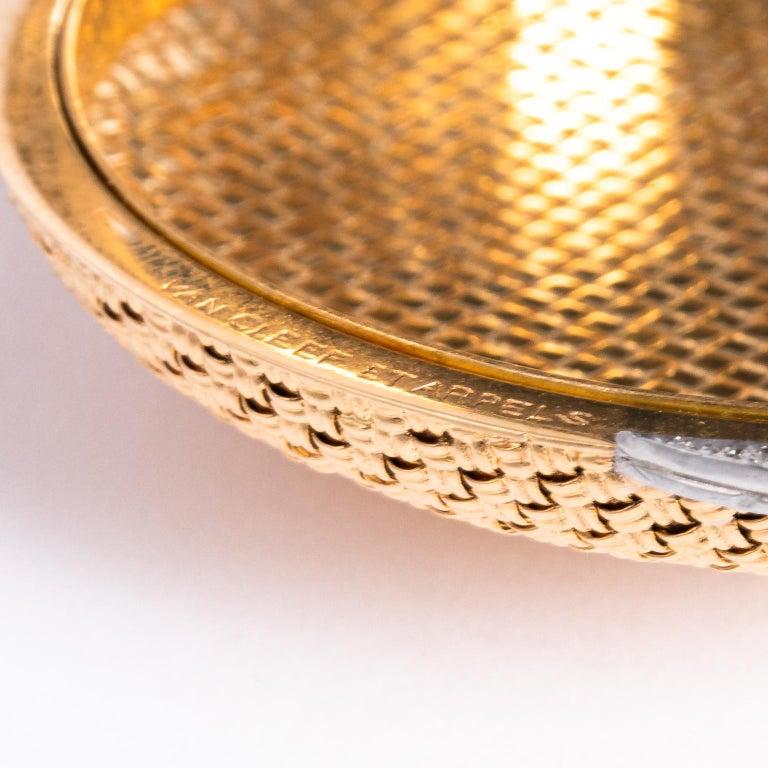 Van Cleef & Arpels 18 Karat Yellow Gold and Diamond Compact For Sale 7