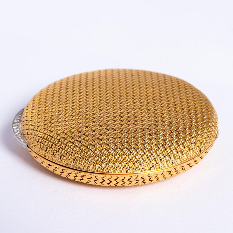 Van Cleef & Arpels 18 Karat Yellow Gold and Diamond Compact In Good Condition For Sale In St.amford, CT