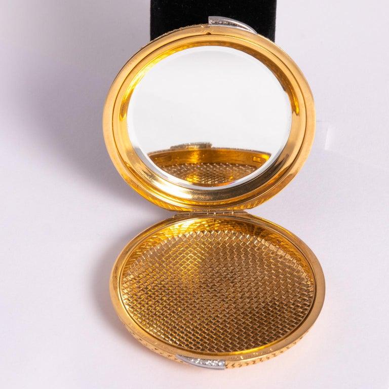 Van Cleef & Arpels 18 Karat Yellow Gold and Diamond Compact For Sale 1