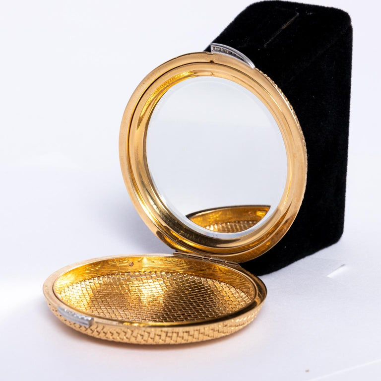 Van Cleef & Arpels 18 Karat Yellow Gold and Diamond Compact For Sale 3