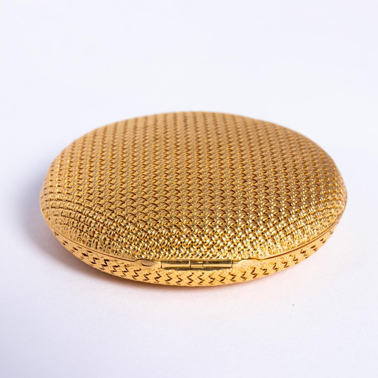 Van Cleef & Arpels 18 Karat Yellow Gold and Diamond Compact For Sale 4