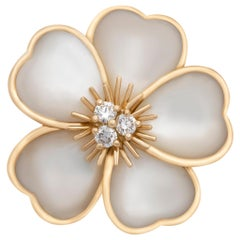 Van Cleef & Arpels 18 Karat Yellow Gold Diamond and Mother of Pearl Floral Ring