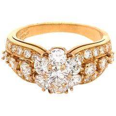 Van Cleef & Arpels 18 Karat Yellow Gold Snowflake Diamond Ring