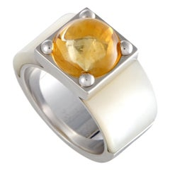 Van Cleef & Arpels 18 Karat White Gold Mother of Pearl and Citrine Cabochon Ring