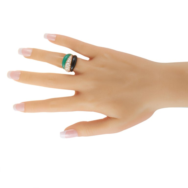 Van Cleef & Arpels 18K Yellow Gold 1.51 Ct Diamond, Chrysoprase and Onyx Ring In Excellent Condition In Southampton, PA