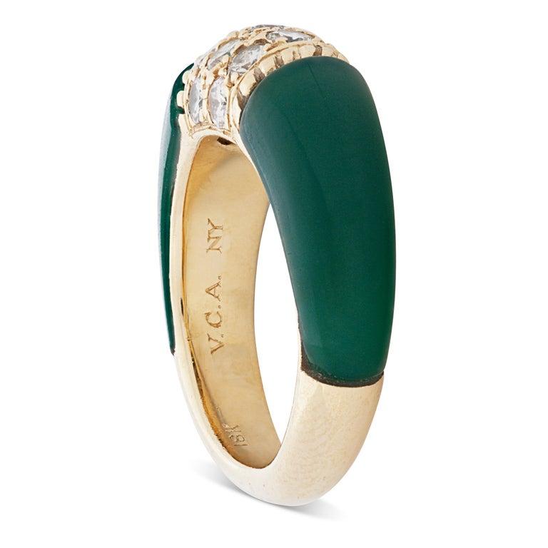 Round Cut Van Cleef & Arpels 18 Karat Yellow Gold Diamond and Chrysoprase Phillipine Ring For Sale